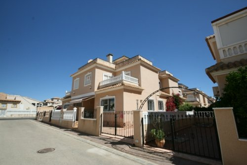 Luxury South Facing 2 Bed, 2 Bath Cabo roig