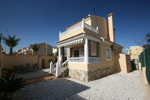 Detached Villa with room for private pool and Great Views!