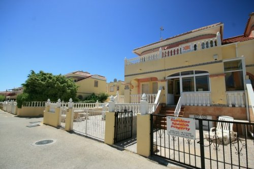 Fantastic 2 bed, 2 bath  Overlooking Pool and Mature Garden Area!