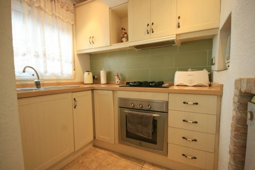 Fantastic 2 bed, 2 bath South Facing TownHouse