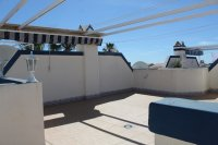Fantastic 2 bed, 1 bath South Facing Bungalow next to the beach pic 12