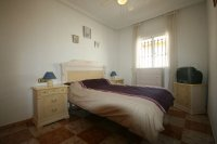 Fantastic 2 bedroom Bargain Bungalow next to the beach pic 10