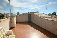 Fantastic 2 bedroom Bargain Bungalow next to the beach pic 14