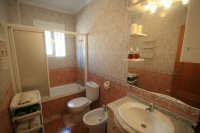 Fantastic 2 bed, 1 bath South Facing Bungalow next to the beach pic 5