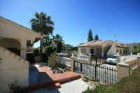 Fantastic 2 bed, 1 bath South Facing Bungalow next to the beach pic 13