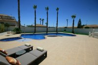 Amazing 4 bed  Villa with fantastic pool on 1000m plot pic 2