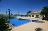 Amazing 4 bed  Villa with fantastic pool on 1000m plot pic 3