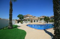 Amazing 4 bed  Villa with fantastic pool on 1000m plot pic 1
